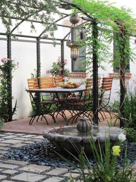 plantes grimpantes sur poteaux